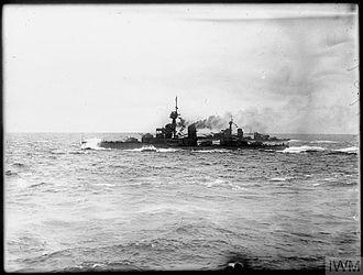 HMS Conqueror (1911) - Conqueror at sea in line abreast formation, May 1917