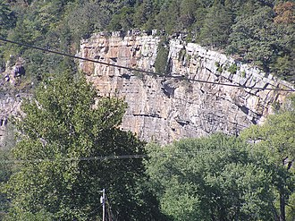 Mill Creek Mountain - Image: Hanging Rocks Wappocomo WV 2005 09 21 02