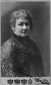 Helene von Forster, half-length portrait, (facing right) - Hof-Atelier Elvira LCCN2004682192 (cropped).jpg