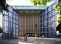 Herz-Jesu-Kirche München – Offenes Tor 02.jpg
