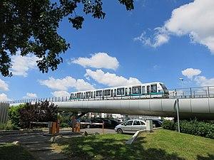 Rennes Metro - Image: Hochbahnabschnitt Pontchaillou Anatole France der Metro Rennes
