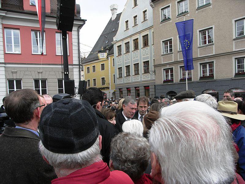 File:HorstKoehlerinMemmingen.JPG