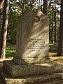 II maailmasõjas hukkunute ühishaud Kärlas.jpg