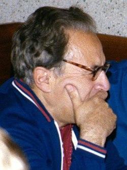 Iosif Shklovsky (1977).jpg