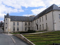 Issoudun - Town hall.jpg