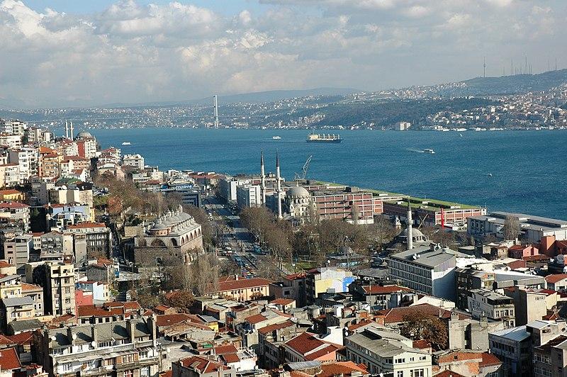 Datei:Istanbul - Beyoglu amb el Bòsfor al fons.JPG
