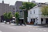 左奥の建物の手前にある和風の建物が函館元町ホテル別邸 開港庵
