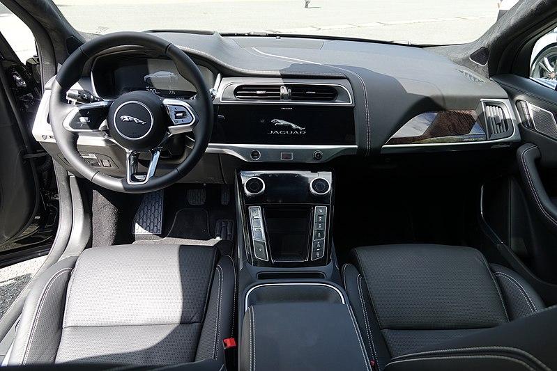 Jaguar I-PACE - Page 8 800px-Jaguar_I-Pace_int%C3%A9rieur