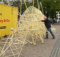 Jansen Theo Strandbeest schieben.jpg