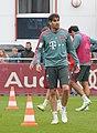 Javi Martinez Training 2019-04-10 FC Bayern Muenchen-1.jpg