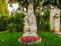 Johann-Strauß-Grab, Zentralfriedhof (15180811148).jpg