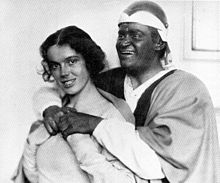 Johanna Hofer und Fritz Kortner in Othello 1921.jpg