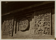 KITLV 28306 - Isidore van Kinsbergen - Relief with part of the Ramayana epic in front of Panataran, Kediri - 1867-02-1867-06.tif