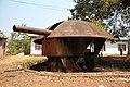 Kalemie, province du Katanga, RD Congo- vestiges d'un canon datant de la première guerre mondiale, situés sur les hauteurs de la ville. (20577814191).jpg