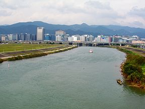 Keelung River between Zhongshan Highway and Minquan Bridge.jpg