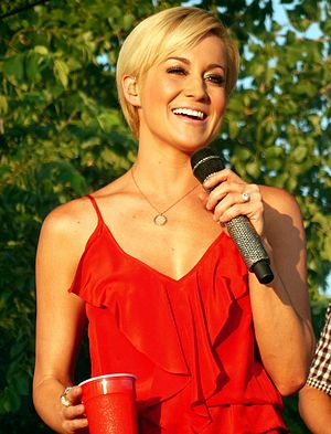 Kellie Pickler - Pickler performing in July 2013
