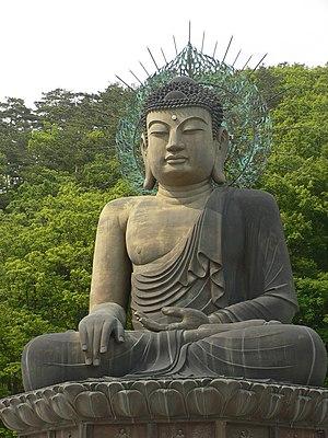Seoraksan - Image: Korea Seoraksan Buddha Statue 01