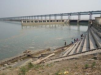 Koshi Barrage - Image: Koshi Bridge