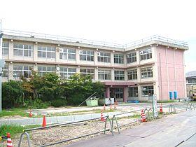 Kurayoshi municipal Kahoku new schoolhouse.JPG