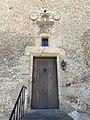 La porte d'entrée et la niche de dévotion.jpg