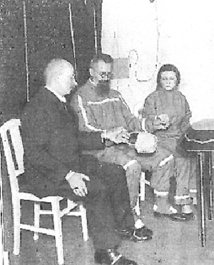 Apport (paranormal) - Lajos Pap (middle), fraudulent apport medium.