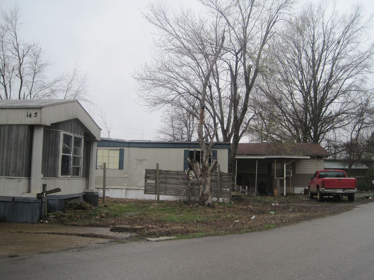 1280px-Lakeshore_trailer_park_West_Memphis_AR_2014-03-28_013.jpg
