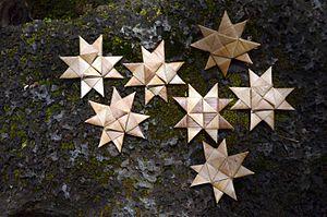 Lauhala - German stars made from lauhala in Puna, Hawaiʻi