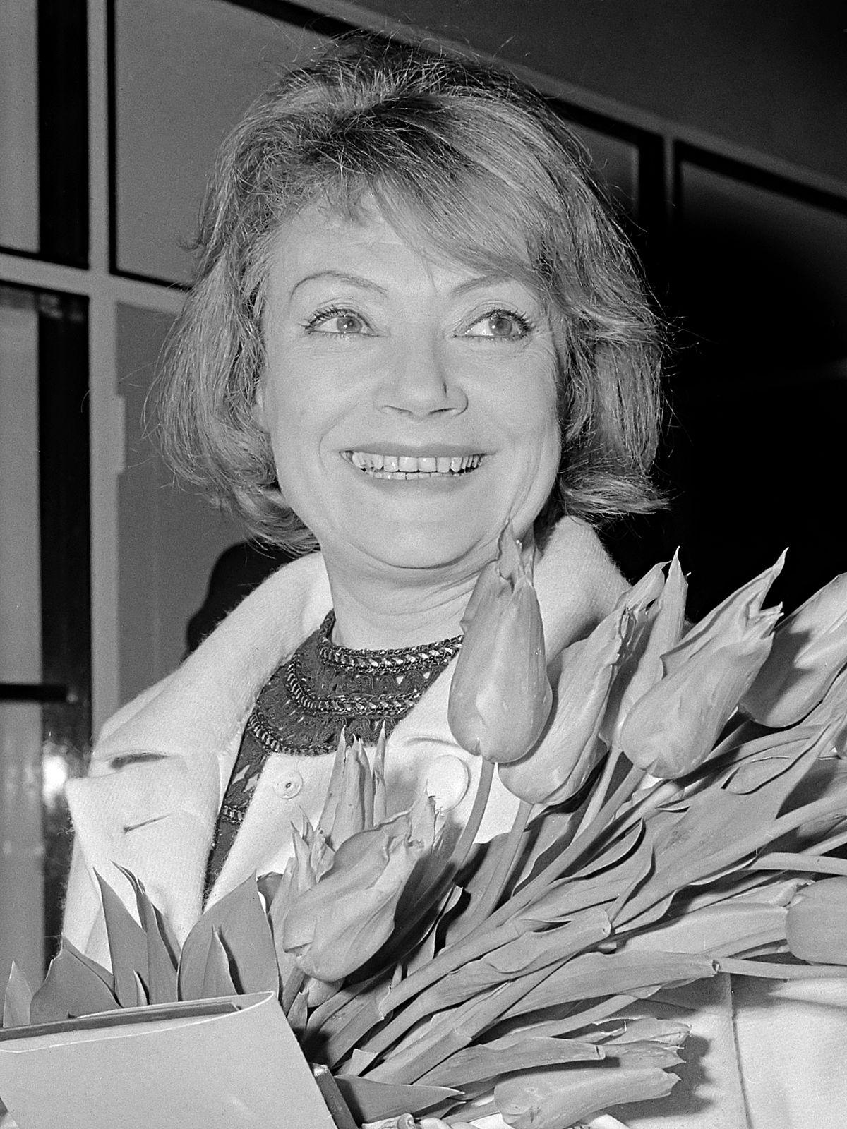 Watch Anna Quayle (born 1932) video