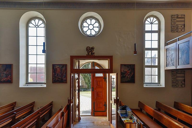 Datei:Lonsee Luizhausen Michaelskirche Südwand mit Eingang 2020 03 15.jpg