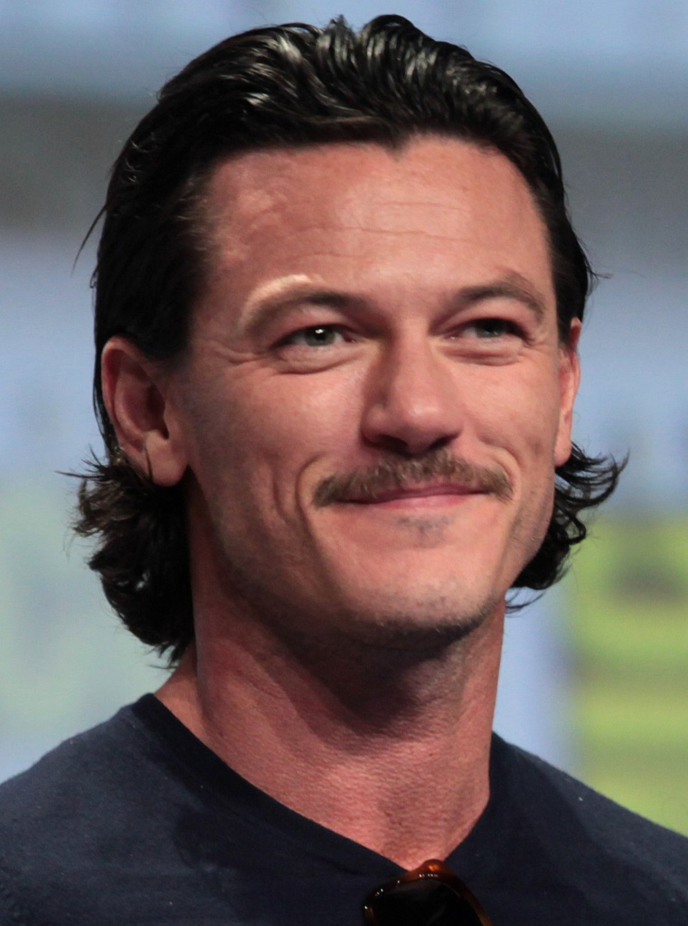 Luke Evans 2014 Comic Con (cropped)