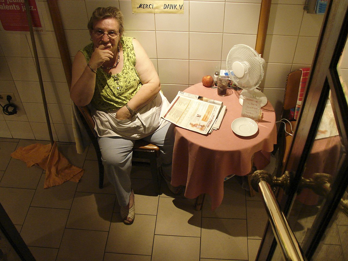 Restroom attendant - Wikipedia