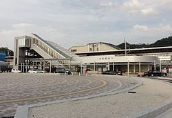 Maibara-station-west-entrance 20110731.jpg