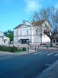 The town hall in Le Passage