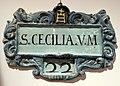 Manifattura senese, capiletto in maiolica, xviii secolo (s.m. della scala, siena) s. cecilia.jpg