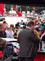Manifestants carrés rouges Grand prix F1 rue Peel et Ste-Catherine Montréal.jpg