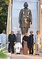 Manmohan Singh, the Union Minister for Urban Development, Shri S. Jaipal Reddy and the Chief Minister of Delhi, Smt. Sheila Dikshit infront of unveiled statue of Shri Lal Bahadur Shastri, in New Delhi on November 25, 2006.jpg