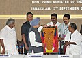 Manmohan Singh being presented a memento by the KUWJ General Secretary, Shri Manoharan Morayi, at the inaugural function of the Golden Jubilee Celebrations of the Kerala Union of Working Journalists.jpg