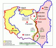 O territ�rio polaco foi movido na dire��o oeste ao t�rmino da Segunda Guerra Mundial: em rosa, o territ�rio cedido pela Pol�nia � Uni�o Sovi�tica; em amarelo, o territ�rio cedido pela Alemanha � Pol�nia.