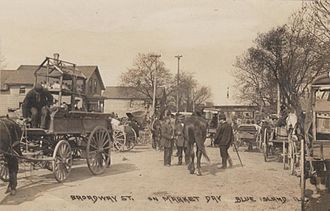 Blue Island, Illinois - The Blue Island Market, circa 1915, looking west on Broadway from Western Avenue.