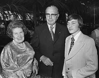 Max Euwe - Euwe and wife meet Karpov in 1976