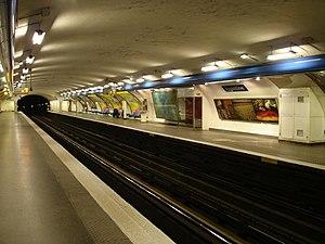 Argentine (Paris Métro) - Image: Metro Paris Ligne 1 station Argentine 01