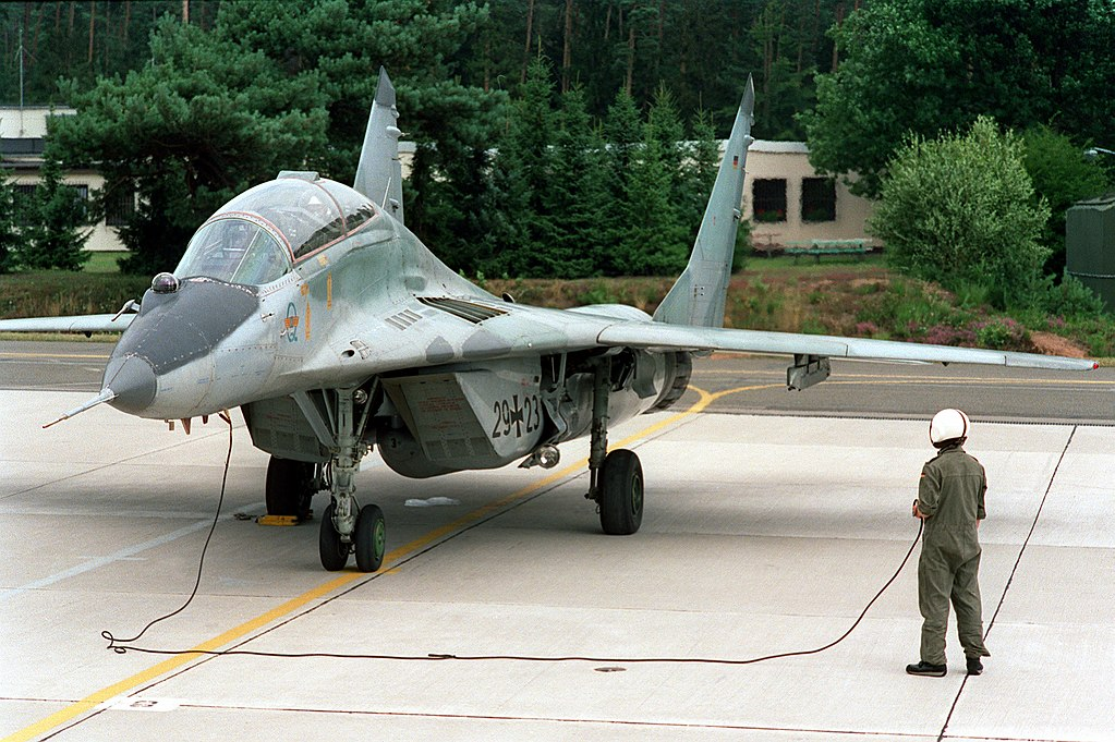 المقاتله العريقه Mig-29 Fulcrum  1024px-MiG-29_Fulcrum_B_Luftwaffe
