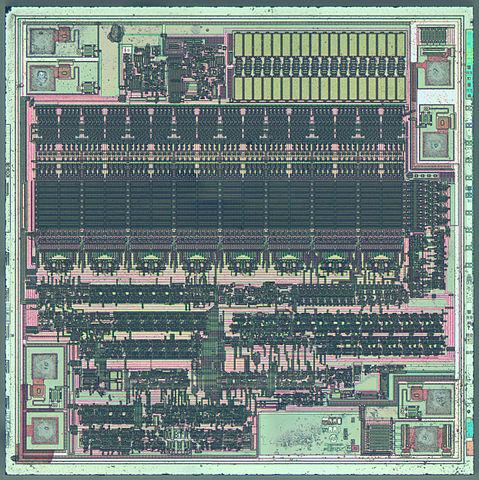 Transistorerna i ett mikrochip är tillverkade av kisel.