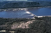 Mississippi River Lock and Dam number 5.jpg