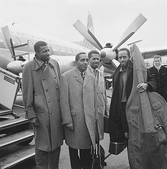 Connie Kay - Connie Kay (left) with the Modern Jazz Quartet at Schiphol Airport (1961)
