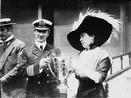 The real Margaret Brown (right) giving Captain Arthur Henry Rostron an award for his service in the rescue of Titanic's surviving passengers. Molly brown rescue award titanic.jpg