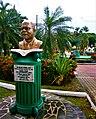 Monumento al primer Premio Nobel santalucense, Arthur Lewis (1915-1991), quien logró dicho galardón en 1979..jpg