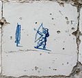 Museum Ons' Lieve Heer op Solder - Delftware tile - bow and arrows.JPG