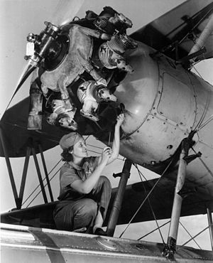 Wright R-760 Whirlwind - Female mechanic working on the R-760 engine of a U.S. Navy N3N trainer in October 1942
