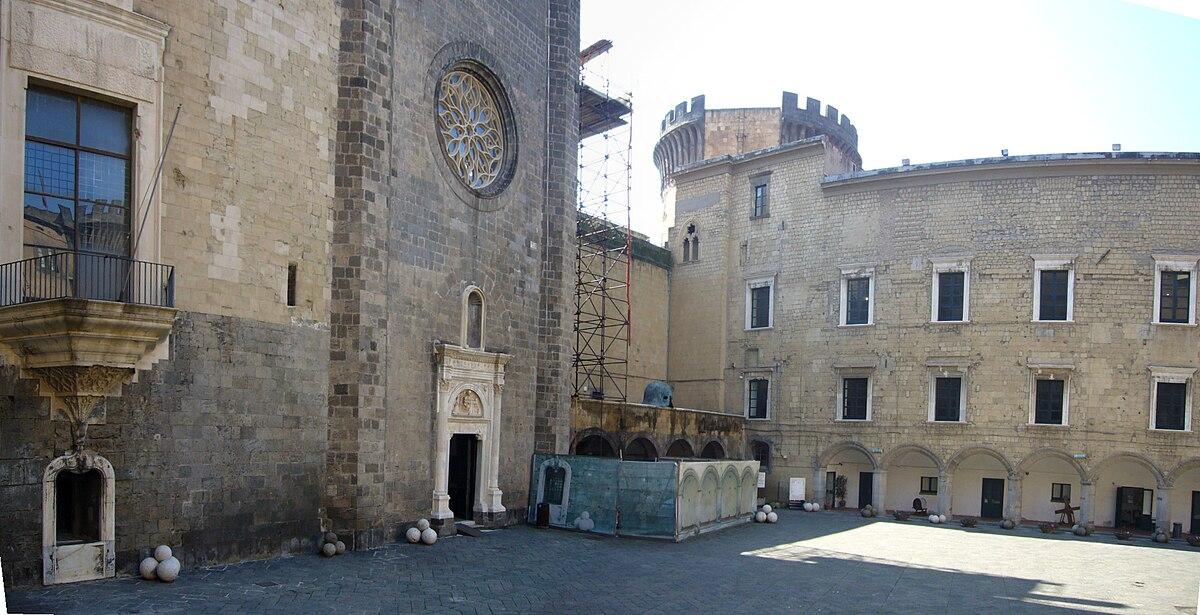 Museo civico di castel nuovo wikipedia for Piani di coperta del cortile